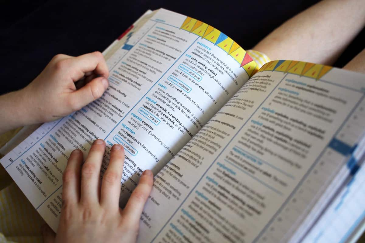 collins dictionary and thesaurus how many word